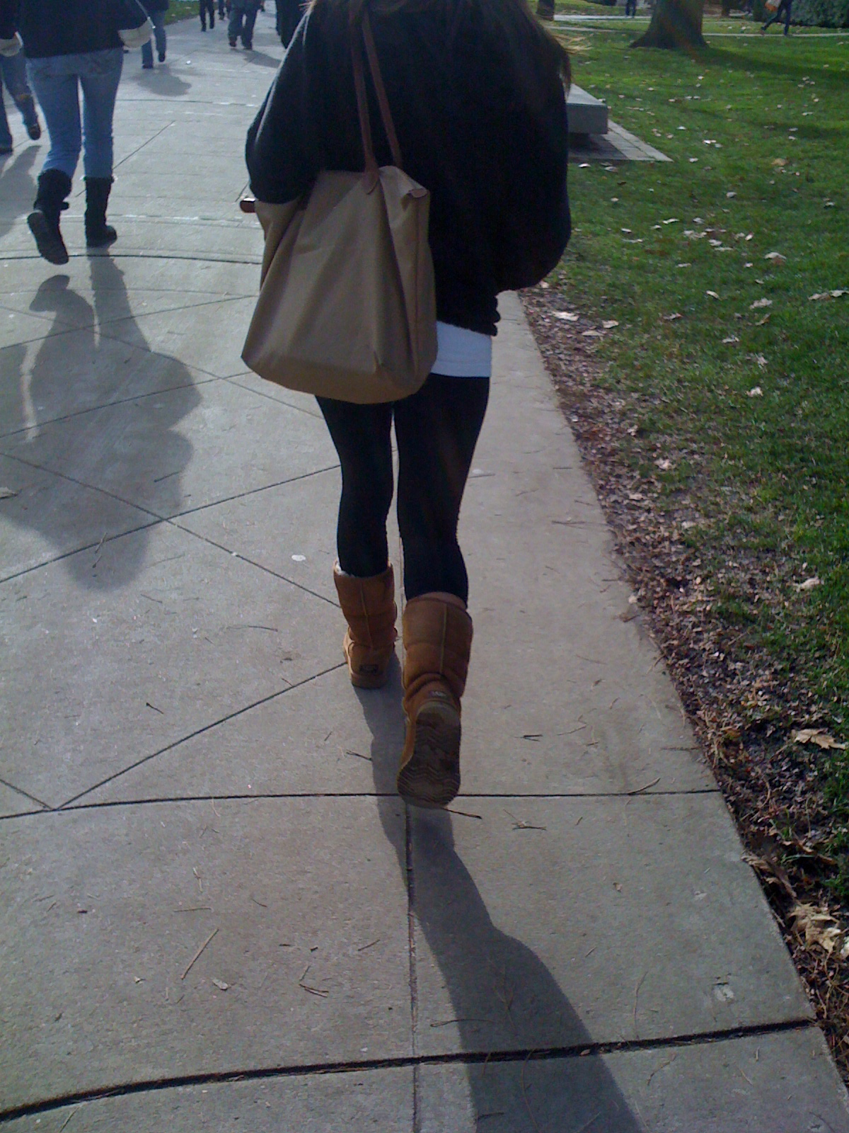 this is 90% of college girls on campus wardrobe (pics